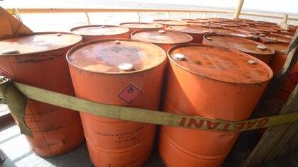 """""""Los residuos de traslado obligatorio son retirados por los buques que participan de las Campañas Antárticas de Verano, como el Rompehielos Almirante Irizar"""", dice la licenciada. Foto: Fernando Calzada."""