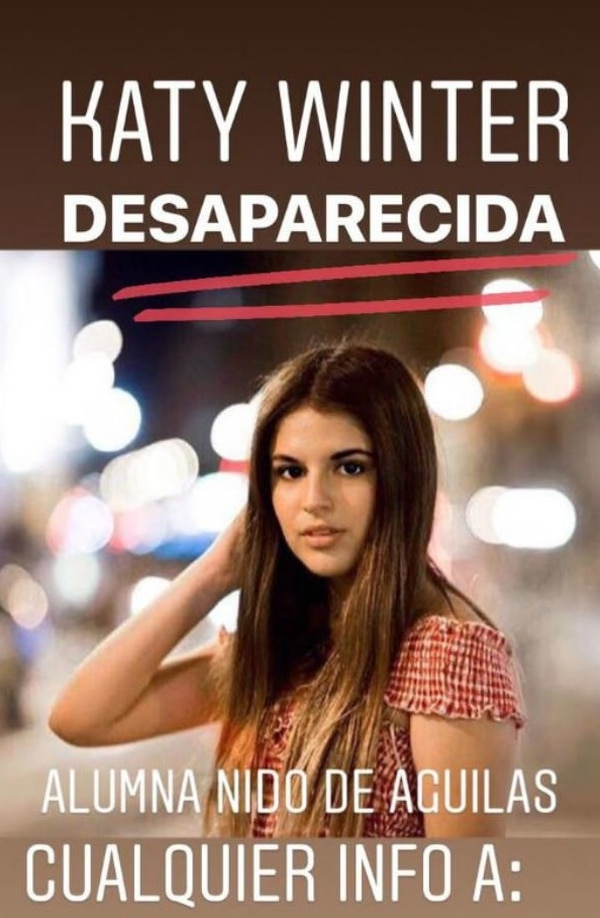 El afiche que recorrió frenéticamente las redes sociales de Santiago de Chile el 22 de mayo. Duró pocas horas: el cuerpo de Katherine Winter fue encontrado en el baño de un Starbucks de Providencia