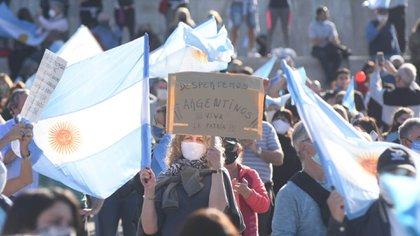 Rosario fue otro de los puntos de concentración de la manifestación, que tuvo importantes réplicas en todo el país (Leo Galletto)