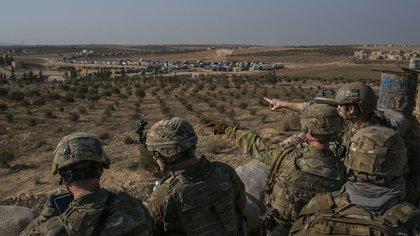 Tropas de las Fuerzas Especiales de EEUU, cerca de Manbij, Siria, el 7 de febrero de 2018 (Mauricio Lima / The New York Times)