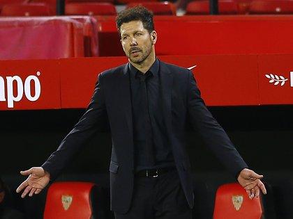 Soccer Football - La Liga Santander - Sevilla v Atletico Madrid - Ramon Sanchez Pizjuan, Seville, Spain - April 4, 2021 Atletico Madrid coach Diego Simeone reacts REUTERS/Marcelo Del Pozo