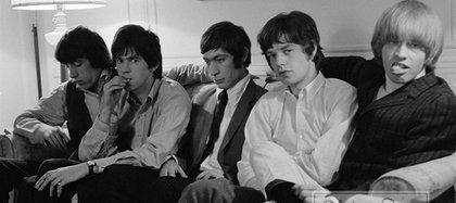 La cara de Mick lo dice todo; el gesto de Brian también: la banda iba por un lado; él, por otro