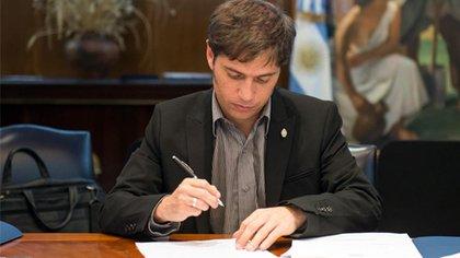 Kicillof cuando, como ministro de Economía, firmó el acuerdo de Repsol con YPF que desde 2012 es una petrolera de mayoría estatal