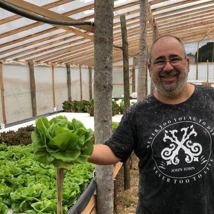Alejandro Marchena, esposo de Mariana, dejó su trabajo en una empresa de agroquímicos y actualmente traslada conocimiento y pasión en el emprendimiento