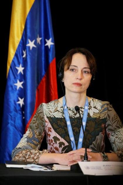La relatora Alena Douhan, en una conferencia en Caracas (Reuters)