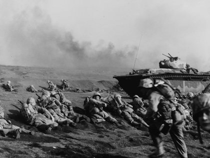 Tropas estadounidenses en Iwo Jima (Reuters)