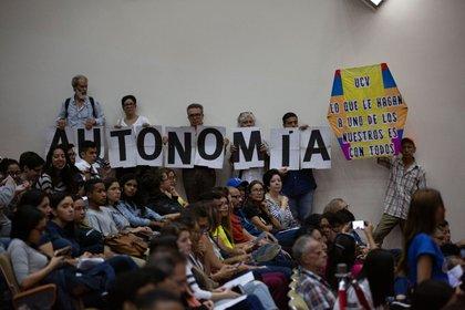 El encuentro realizado en el Aula Magna de la Universidad Central de Venezuela (Foto: Luis Morillo)