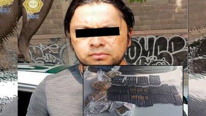 De acuerdo con las autoridades, el detenido comercializaba las armas a través de redes sociales y posiblemente formó parte de una institución de seguridad a nivel federal (Foto: Twitter/SSC-CDMX)