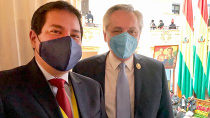Arauz junto a Alberto Fernández en la asunción de Luis Arce en Bolivia (@ecuarauz)