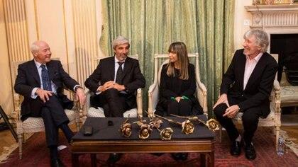 """Cardozo y Aro junto a Roger Waters en los premios """"Dos rosas por la Paz"""". Foto: Gentileza Julio Aro."""