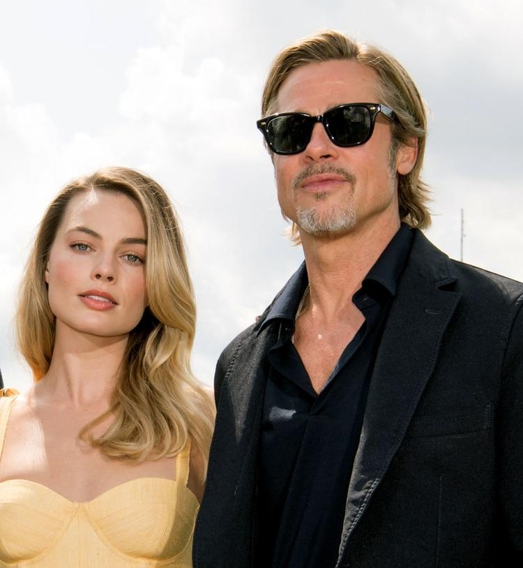 A Pitt también se le relacionó con Margot Robbie (AFP)