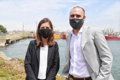 Fernanda Raverta, titular de Anses, y el ministro de Economía Martín Guzmán