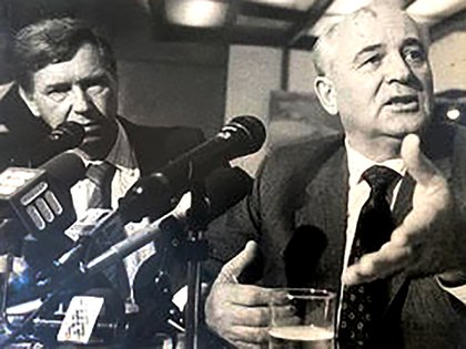 Vladimir como traductor de Gorbachov.