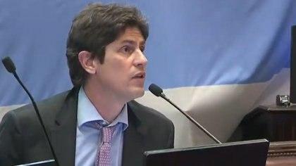 """En medio de la sesión del Senado, Martín Losteau apuntó contra Carlos Zannini: """"Por los vacunatorios VIP hay argentinos que no están"""""""