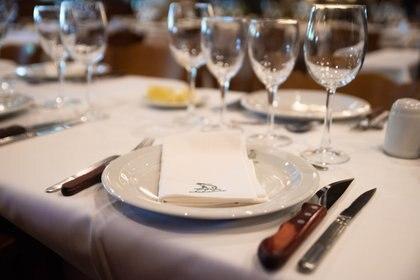 En sus mesas sirven doble cubierto, para las achuras y para las carnes