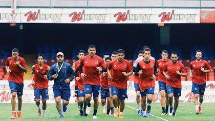 Los jugadores del Veracruz en su entrenamiento matutino de este martes (Foto: @ClubTiburones)