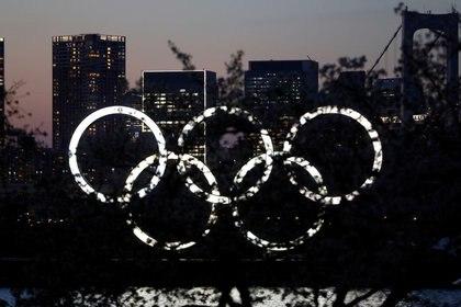 Foto del miércoles de los anillos olímpicos en el Odaiba Marine Park de Tokio.  Foto: REUTERS/Issei Kato