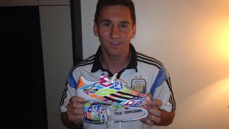 7ee6913c Los botines especiales que le hicieron a Messi por su cumpleaños ...