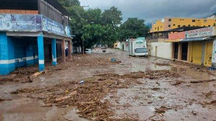 Imágenes del desborde del río El Limón, en Aragua
