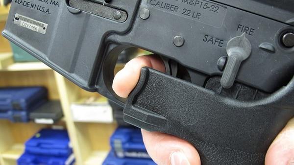 Los bump stocks convierten rifles semiautomáticos en automáticos (AP)