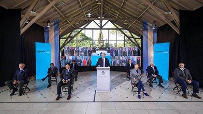 La foto que eligió como símbolo el Presidente, junto con empresarios del Grupo de los Seis y la CGT