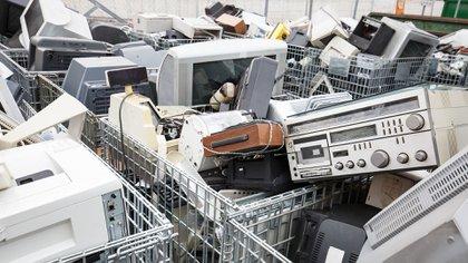 El 90% de la basura electrónica de 2017 terminó como relleno sanitario, incinerado o traficado ilegalmente. (Shutterstock)