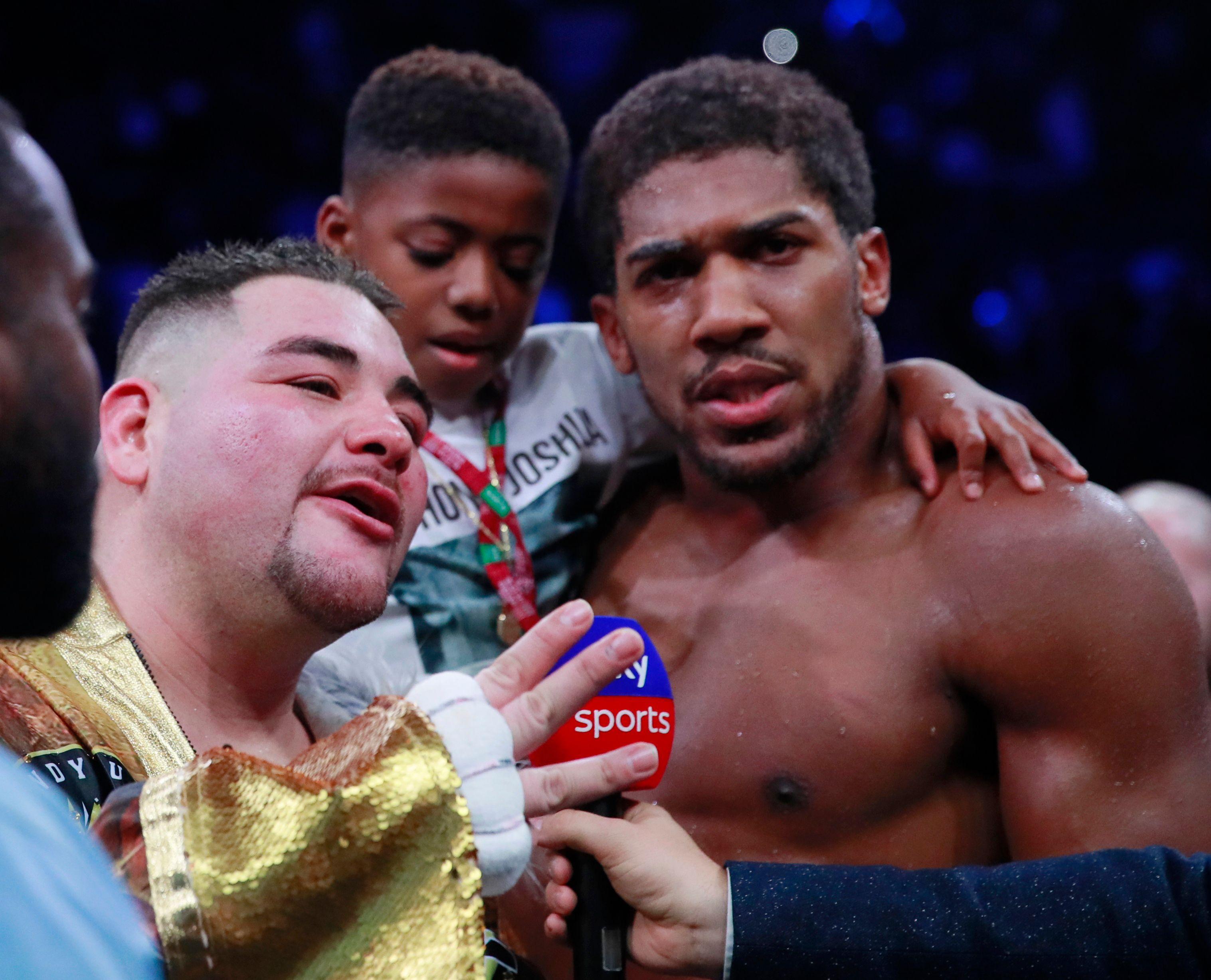 Andy Ruiz y Anthony Joshua se abrazaron al final del combate (Foto: Reuters/Andrew Couldridge)