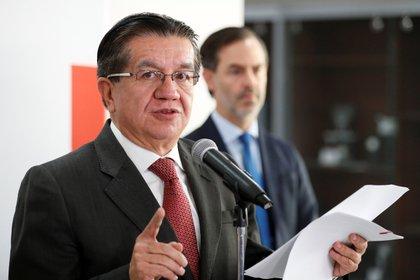 En la imagen el ministro de Salud, Fernando Ruiz. EFE/ Carlos Ortega/Archivo