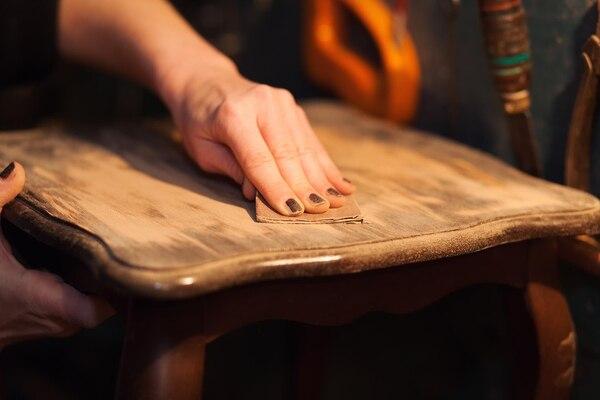 """Antes de aplicar cualquier producto se debe """"pulir"""" el mueble (Getty Images)"""
