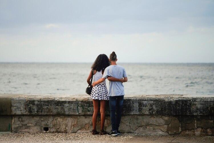 Las mujeres con 10 o más parejas sexuales tenían un mayor riesgo de cáncer que los hombres con el mismo número (REUTERS)