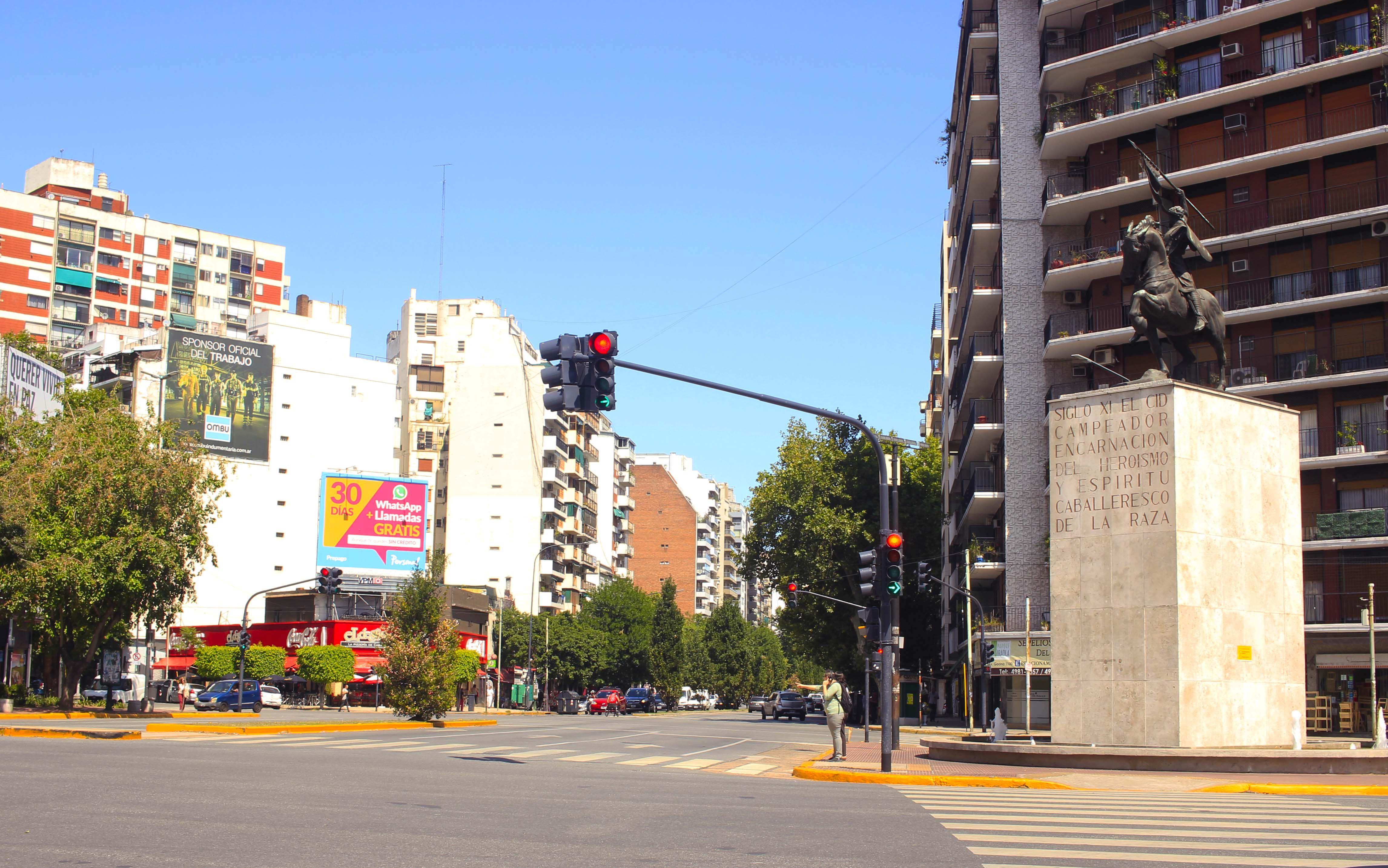 Muchos profesionales lo eligen para estar cerca de ágiles accesos que van hacia distintos ejes, incluso los medios de transportes que conectan la Capital con la provincia de Buenos Aires (Gentileza: Lucas Gómez La Rosa)