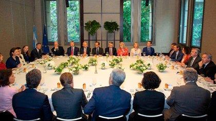 Alberto Fernández en el almuerzo con los 22 embajadores de la Unión Europea donde se habló del modelo holandés