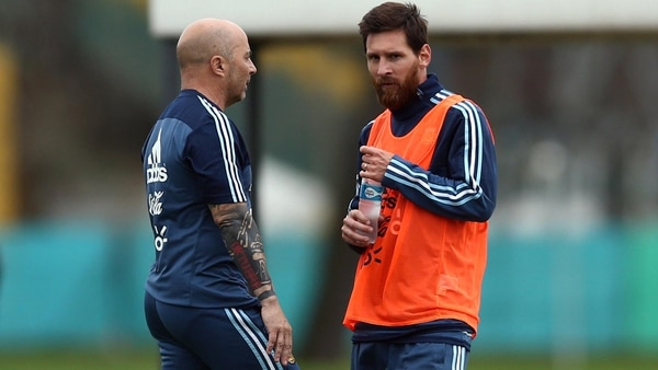 Lionel Messi y Jorge Sampaoli (foto de archivo: Reuters)