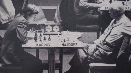 Najdorf jugó con los grandes de todas las épocas, por ejemplo con el ruso Anatoly Karpov.