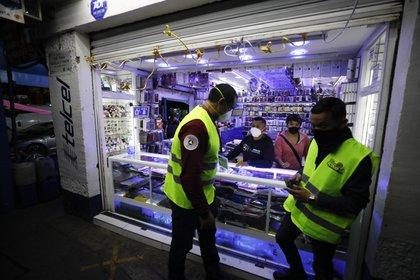 Las medidas establecidas por las autoridades del gobierno de la Ciudad de México buscan hacer frente a las consecuencias económicas de la pandemia (AP Photo/Rebecca Blackwell)