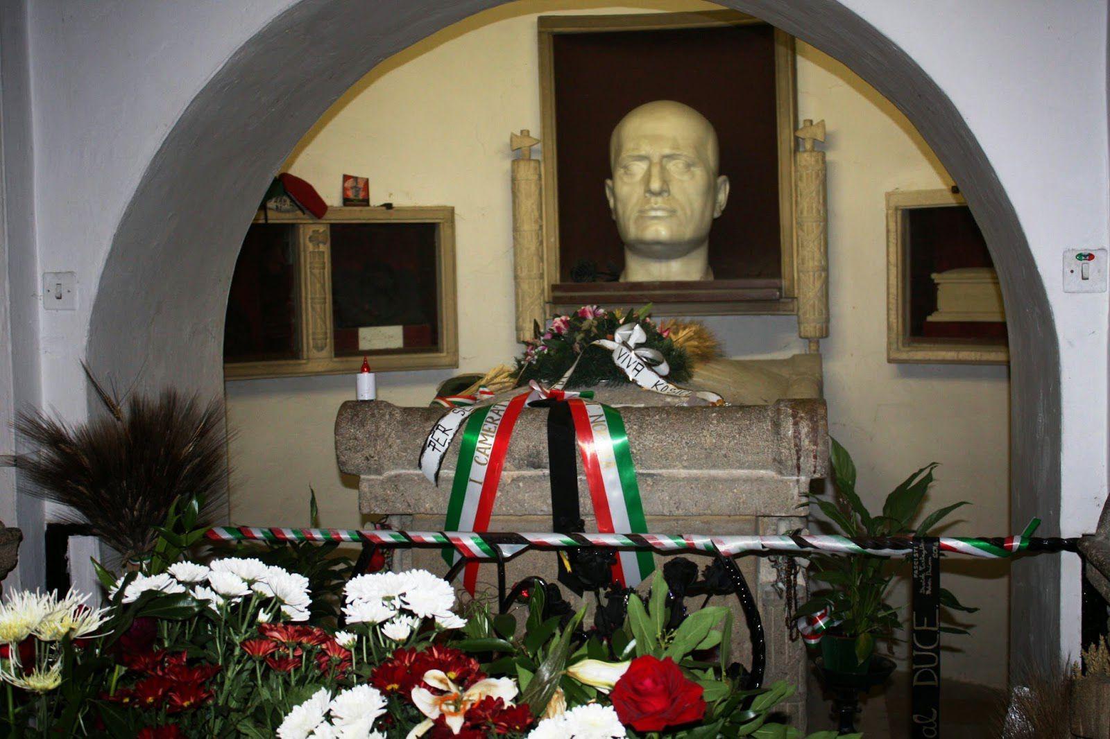 tumba de Mussolini