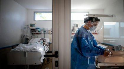 La ocupación de las camas de terapia intensiva sigue creciendo en el AMBA  (EFE/Juan Ignacio Roncoroni/Archivo)