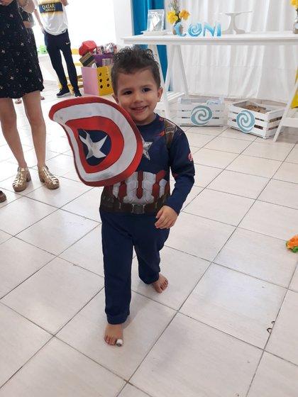 Nicanor, como el Capitán América, uno de sus super héroes favoritos.
