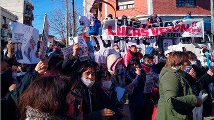 Marcha frente a los tribunales de La Matanza antes de que apartaran al fiscal Tahtagián