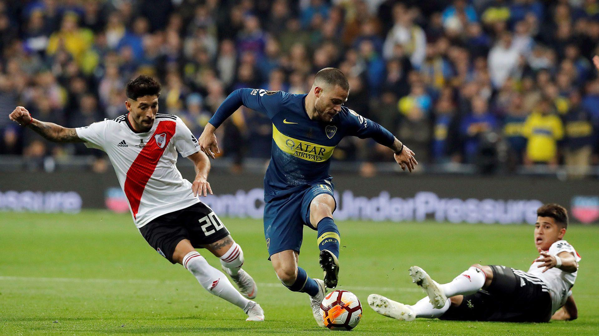 Nández se ganó el cariño de los hinchas de Boca gracias a su dinámica y a su juego aguerrido (EFE/Juan Carlos Hidalgo)