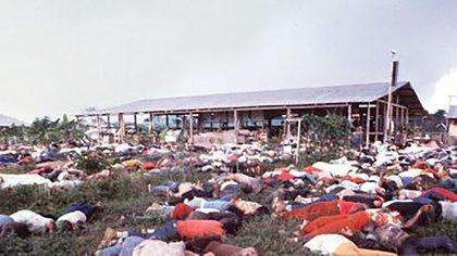 Los cuerpos de los fieles que acompañaron a Jones en el suicidio colectivo