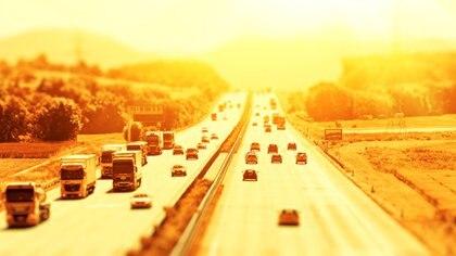 Las ciudades sufrirán año tras año temperaturas cada vez más elevadas (iStock)