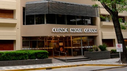 La clínica en la que fue atendida la empleada que trabajó en el mismo centro médico en que estaba internado el argentino con coronavirus