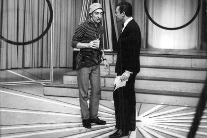 Después del escándalo, Olmedo volvió rápido a la televisión pero no con su programa cómico. En agosto de 1976 Canal 13 lo contrató para un ciclo infantil vespertino: El Festival del Capitán Piluso