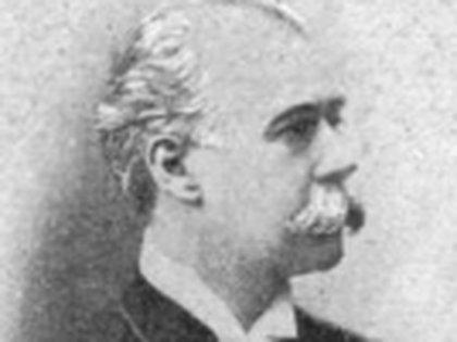 José C. Paz fue político, militar, diplomático  y el fundador  del diario La Prensa. Pensó una mansión que funcionaría como residencia presidencial, ya que él pensaba llegar a la primera magistratura.