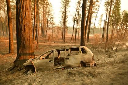 Los restos de un vehículo enConcow, California (Josh Edelson / AFP)