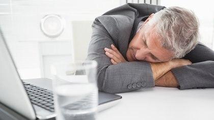 Aun si el cuerpo ha procesado todo el alcohol, el día después a una borrachera se tiene menos atención, menos memoria y menos capacidad psicomotriz. (iStock)