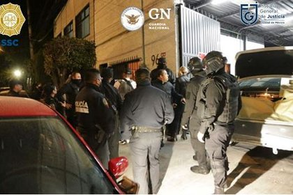 Upon reaching Mariano Rojas Avendaño street in the San Simón neighborhood, in Benito Juárez, the agents faced gunshots with a subject who noticed the police presence (Photo: CDMX / SSC Prosecutor's Office)