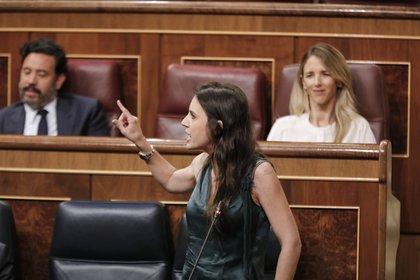 La ministra de Igualdad, Irene Montero, interviene durante la penúltima sesión plenaria en el Congreso de los Diputados antes del paréntesis estival, el 22 de julio de 2020 (J. Hellín. POOL - Europa Press)