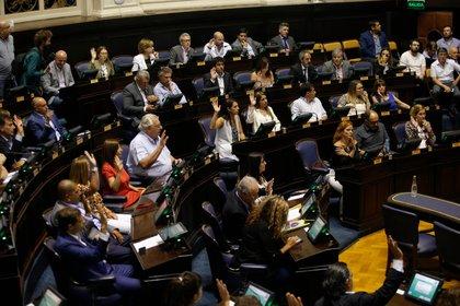 Un acuerdo entre el oficialismo del Frente de Todos y la oposición de Juntos por el Cambio facilitó la sanción de la ley Impositiva bonaerense